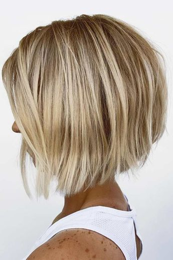 Flattering Short Haircuts For Round Faces