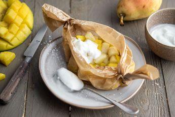 Papillote de mangue et poire à la vanille, yaourt de brebis