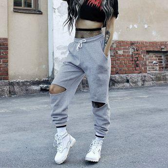 Women in hip hop dance sweatpants