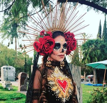 Check Out The Stunning Photos From 2017 Dia de los Muertos at Hollywood Forever