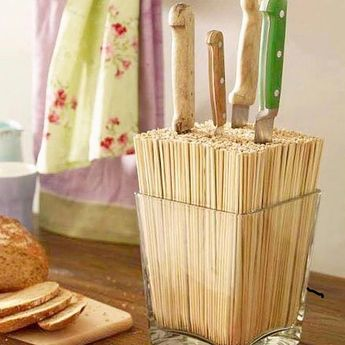Amo essa ideia para organizar as facas de corte - feito com palitos de churrasco  #diy #organizesemfrescuras #organização