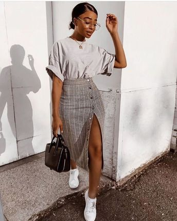 How beaut is this look – pencil skirt with split & tee 🔥 #streetchic…x
