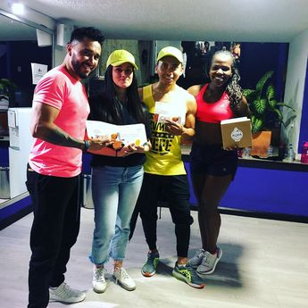 Alma negra fit presente en los mejores eventos fit con estos duros entrenadores . . . #4fit #almanegrafit #bogota #park93 #park93 #fit #fitness #fitbogota #chicobogota #nortebogota #colombia #gym #gymbogota #snacks #snackfit #healthyfood #healthyfoodbogota #nutricionista #nutricionistabogota #healthyfood #foodie #healthy #food #foodporn #healthyeating #instafood #fitness #keto #instagood #love #fitnessmotivation #foodphotography #foodstagram #eatclean #beratbadan #healthylifestyle #health #break