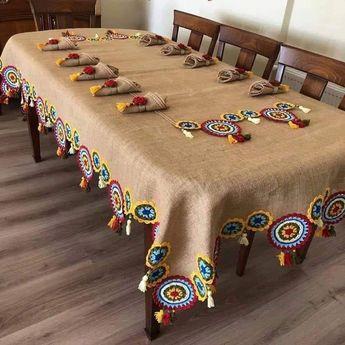 Inspire-se nessa bela toalha de juta usando trocando o crochet por módulos de Renda Tenerife de linha colorida
