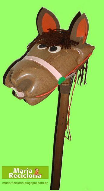 Cavalinho de Pau reciclado com Garrafa Pet  Maria Reciclona