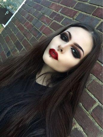 30+ Insane Yet Pretty Halloween Makeup Ideas