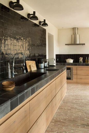 """Is """"No Hardware"""" the New Hardware Trend for Kitchens?"""