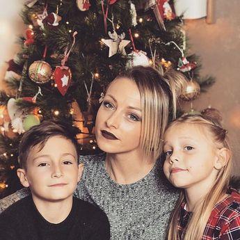 On vous souhaite à tous et à toutes un doux et bon réveillon de Noël ❤️ J'ai une tendre pensée pour tout ceux qui veillent sur nous et qui manqueront cruellement ce soir On vous aime fort fort !! __________________________________________________ #joyeuxnoel #merrychristmas #family #love #latelierderoxane #teamgourmandise #jevousaime #instapic