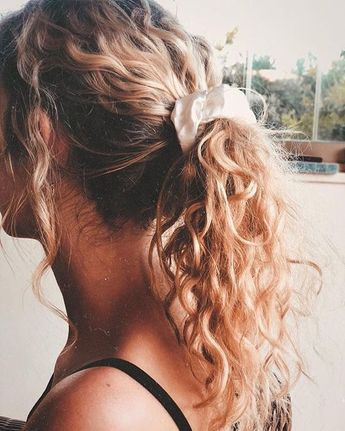 19 Hairstyles and Haircuts for Curly Hair 2019 - Page 19 of 20