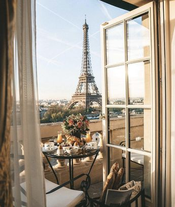Breakfast with a view  — ONLINE TRAVEL MAGAZINE - CONTEMPORARY CLASS