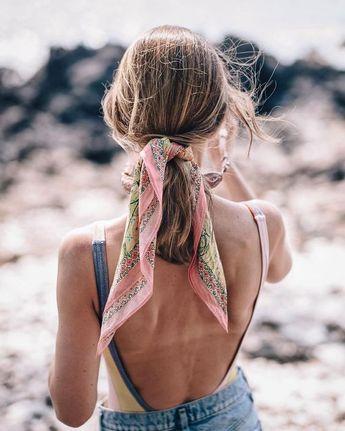 Foulard noué pour cheveux d'été