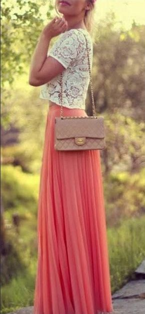 Pleated skirts are many quite girls like,which is long and with one and another flods,and long design can make you looked elegant,this chiffon skirts can also give others a feeling that you are the fa