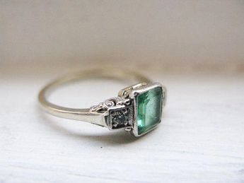 Vintage Art Deco Emerald & Diamond 18K Engagement Ring #emeraldring