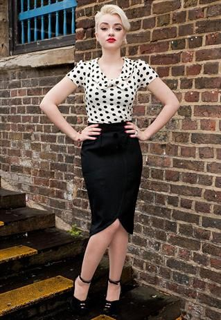 Buttoned suit black skirt 40's style