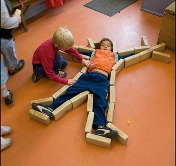 How fun would this be during an All About Me unit??? #preschool #prek #kindergarten #learningthroughplay #blockplay #allaboutme #mrsasroom