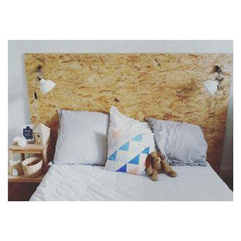 Tête de lit fabriquée avec deux panneaux OSB 😊 pour trois fois rien 😉