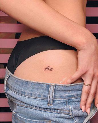 90+ Small Tattoo Ideas and Inspiration for Women 2019, #SmallTattoos, #LittleTattoo, #TinyTattoos - #tattoosforwomenDisney #tattoosforwomenFamily #tattoosforwomenForearm #tattoosforwomenHawaiian #tattoosforwomenOnShoulder #tattoosforwomenOnWrist #tattoosforwomenSkull #tattoosforwomenSpine