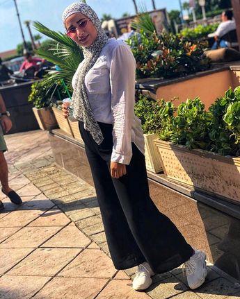 ✨✨ 🌸 .. . . . . . . #hijab#bloggers#fashion#modling#hijabstyle#hijabifashion#hijab_bloggers#makeuptutorial#muslimahswimmingsuit#burkini#photographic#beach#dresses#hijabdresses#love#hopefully#colors#fashion#northcoast#white#turban#widepants