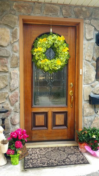 16 Lovely Front Door Hanger Ideas for Beautify Entryway