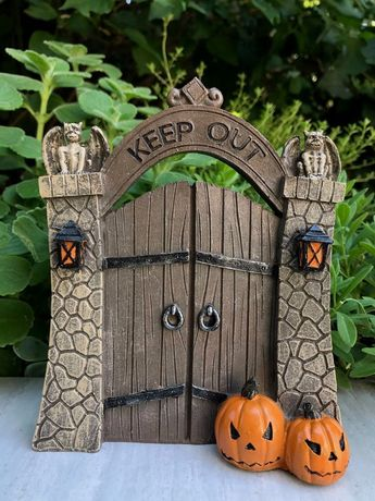 Details about Miniature Dollhouse FAIRY GARDEN ~ Mini HALLOWEEN Resin KEEP OUT Gate w Pumpkins