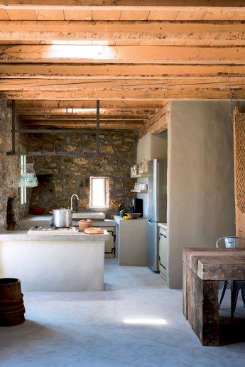 Une cuisine grise bétonnée