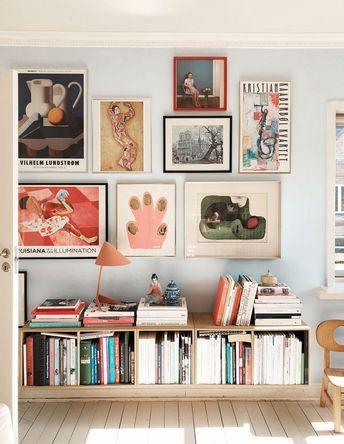 Bücherregale und eine Galeriewand. Das Zuhause von Louise Johansen vom Blog Mor til mer