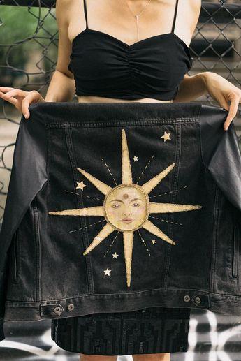 "Handbemalte und bestickte Upcycling-Jacke ""Long Time Sun"" – Maxine Hoover"