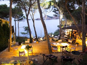 Vintage Hotel Restaurant with seaviews. Great place with good food.
