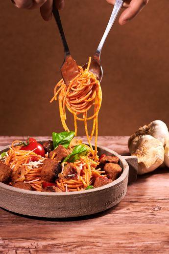 Comme un air d'Italie dans notre délicieuse recette de spaghetti aux boulettes veggies épices douces.