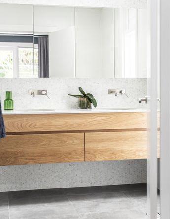 Ensuite. Oak vanity. Annie Bowen Design Cammeray House