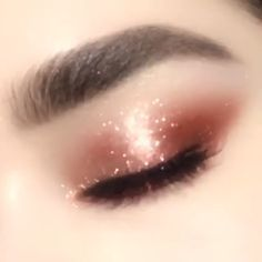 Wow this eye shadow color is BOMB!!! #eye makeup #eye makeup colors #eye shadow #rose gold color #eye shadow makeup video #eye fashion