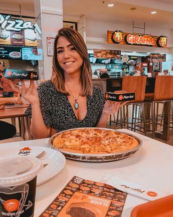 Um #tbt em plena segunda, porque todo dia tem promo na @pizzahutpe e a gente amaaa!! 🍕 Hoje, por exemplo, é dia de pizza grande de…