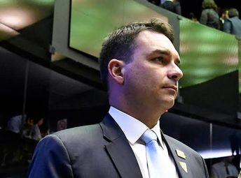 Flávio Bolsonaro também deixa o PSL