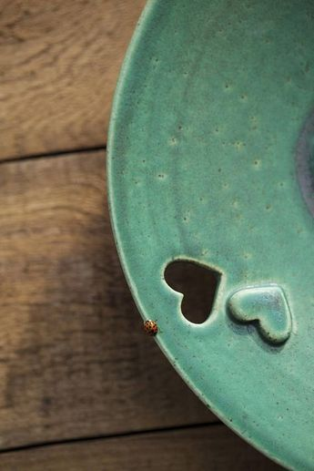 Decorative ceramic plate bowl Wedding gift Valentine's Mother's Day Ceramic fruit bowl with pierced rim Heart Ceramic design Kitchen decor