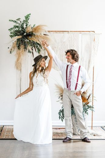 'Vintage Meets Bohemia' - Neutral Wedding Inspiration with Pops of Red - Chic Vintage Brides : Chic Vintage Brides