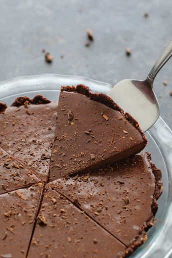 6-Ingredient Vegan & Gluten Free Chocolate Pie