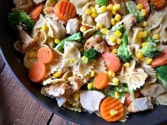 One Pot Creamy Garlic Chicken and Veggie Pasta - The Skinnyish Dish
