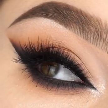 This smoky eye makeup tutorial will help you achieve stunning smoky eyes with a blended wing look #makeup #eyemakeup #smokyeyes