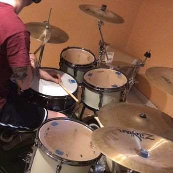 When you can't hold a f cking drumstick 😂 . . . . . . .  stilllearning  groove  instagroove  drum  drumfail  fail  dumb