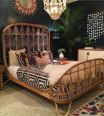 This bed!!!! - HOW INCREDIBLY GORGEOUS, SO UNUSUAL & SIMPLY STUNNING, WITH THE LUSCIOUS BED LINEN, DIVINE COLOUR COMBO, EXQUISITE LIGHT FITTINGS & DECOR! ⚜