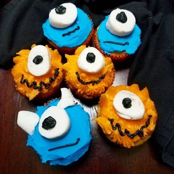 These fun Halloween cupcakes are super simple to make and so much fun. Give your monsters personality with crazy fur or crooked smiles. They are great for little helpers as well. My five year old decorated these ones :-) #halloween #cupcakes #funwithfood #easyrecipes