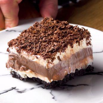 Lasaña de chocolate con galletas Oreo: un postre con unas capas muy originales #galletas #lasaña #chocolate #postre #original #oreo #dulce