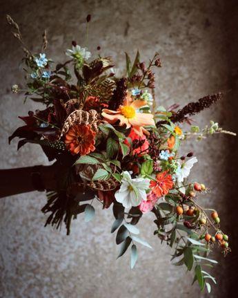 """𝐛𝐮𝐭𝐢𝐤 𝐛𝐨𝐭𝐚𝐧𝐢𝐤 on Instagram: """"brudbukett från helgen som var 🍂🧡🌾 älskar känslan!! #butikbotanikbröllop"""""""