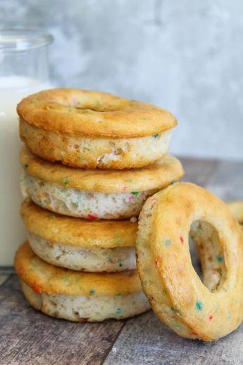 Weight Watchers Funfetti Donuts – BEST WW Recipe – Skinny Donuts – Breakfast – Treat – Dessert – Snack with Smart Points