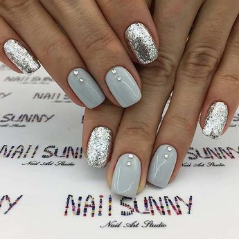 Grey and Silver Glitter Nail Design #naildesigns #nails #shortnails #shortnaildesigns