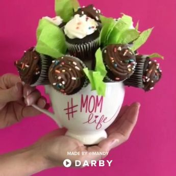 How to Make a DIY Cupcake Bouquet #darbysmart #diyproject #mothersday #artsandcrafts #cupcakes #dessert #giftideas