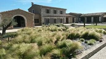jardin de graminée réalisé par Ibanez frederic, cote jardin en provence