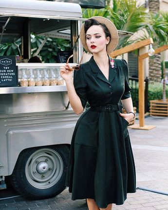 Coffee break ☕️ Wearing @topvintage_boutique the Alexandria dress by @collectifclothing  Brooch @erstwilderofficial