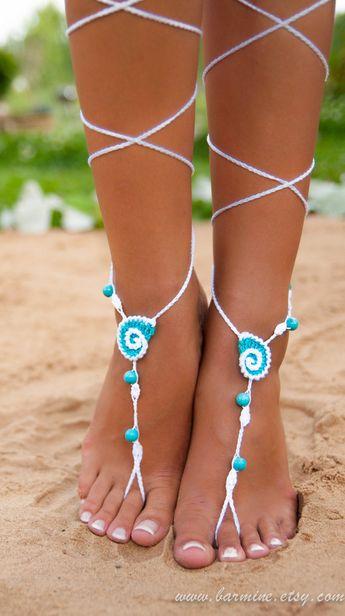 Pierre Turquoise coquillage blanc et Aqua Crochet sandales aux pieds nus, chaussures Nude, bijoux de mariée pied, cheville, accessoire de Turquoise, de mariage