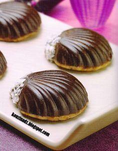 Ingrédients : La pâte Confiture d'abricots Noix de coco Chocolat noir fondu Pépites de chocolat